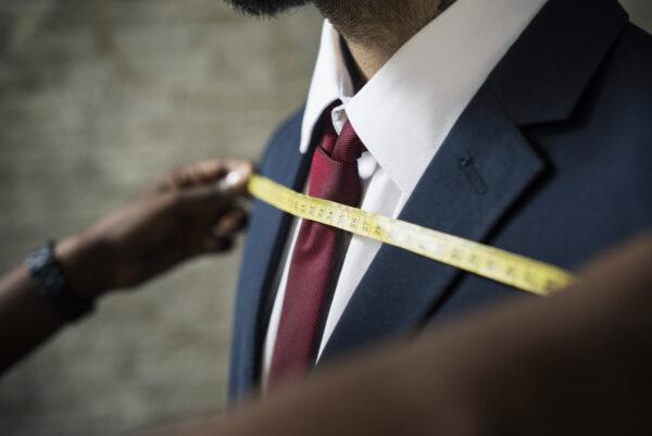 婚活写真のときのスーツのサイズ感は大切